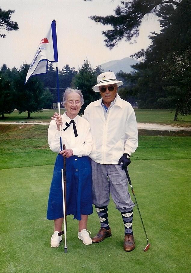 leila jugando al golf