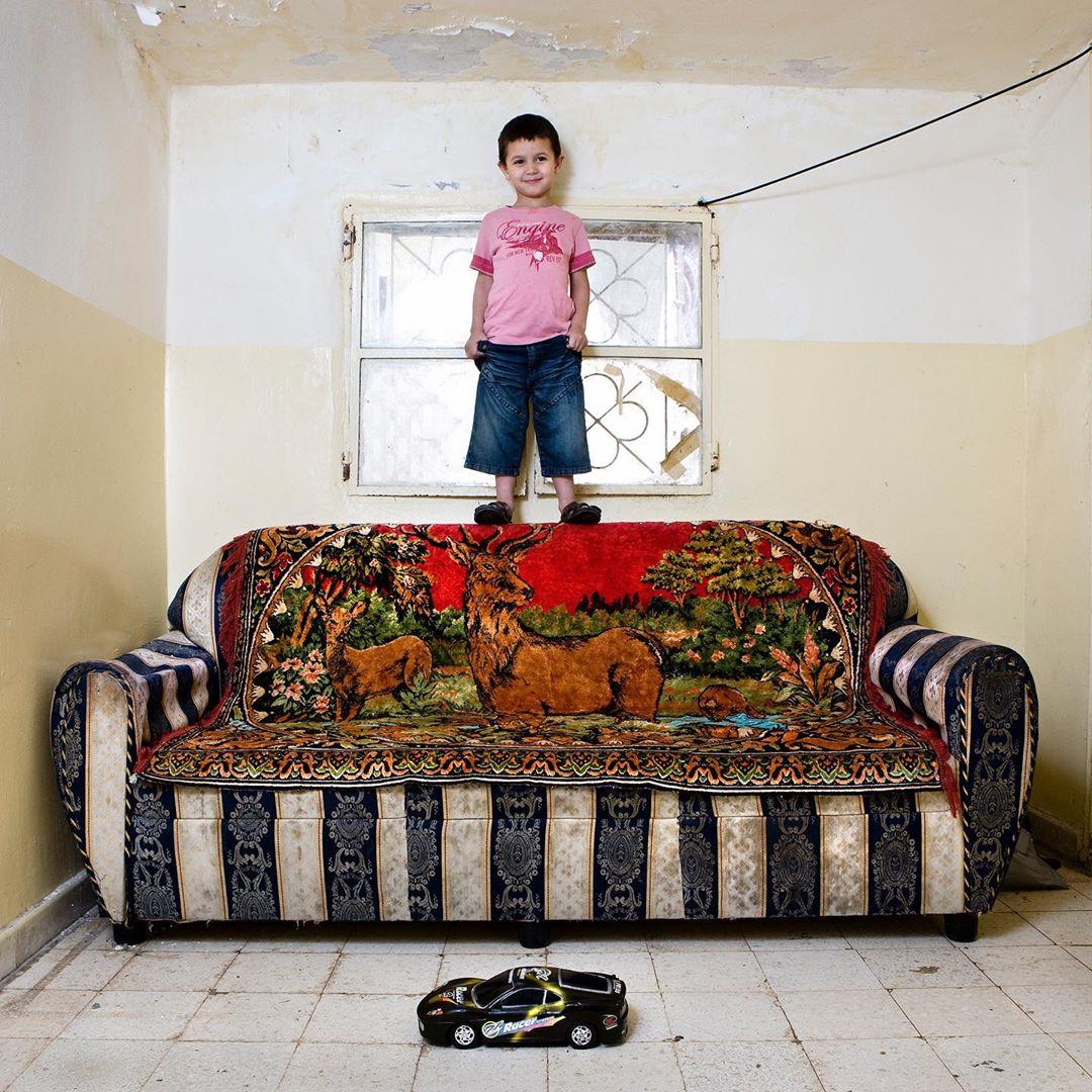 niño de Beirut con su juguete