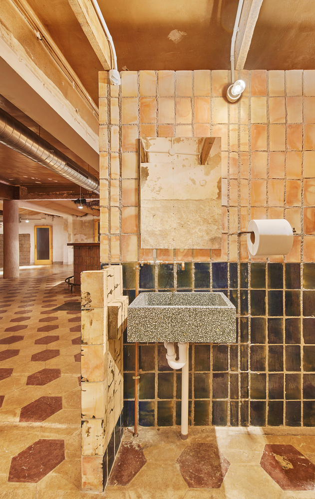 baño reciclaje, arquitectura local