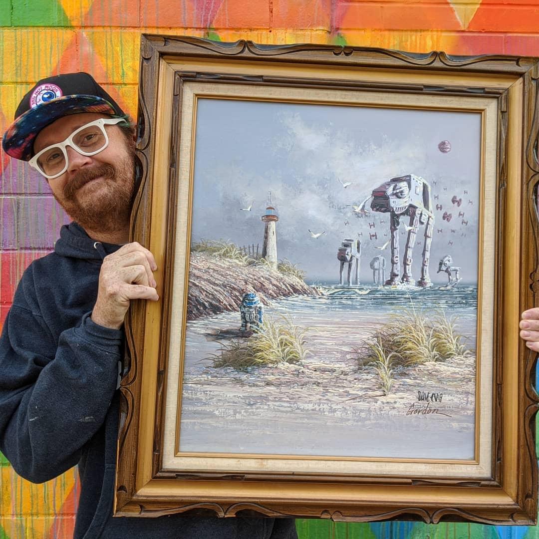 Dave Pollot con su obra