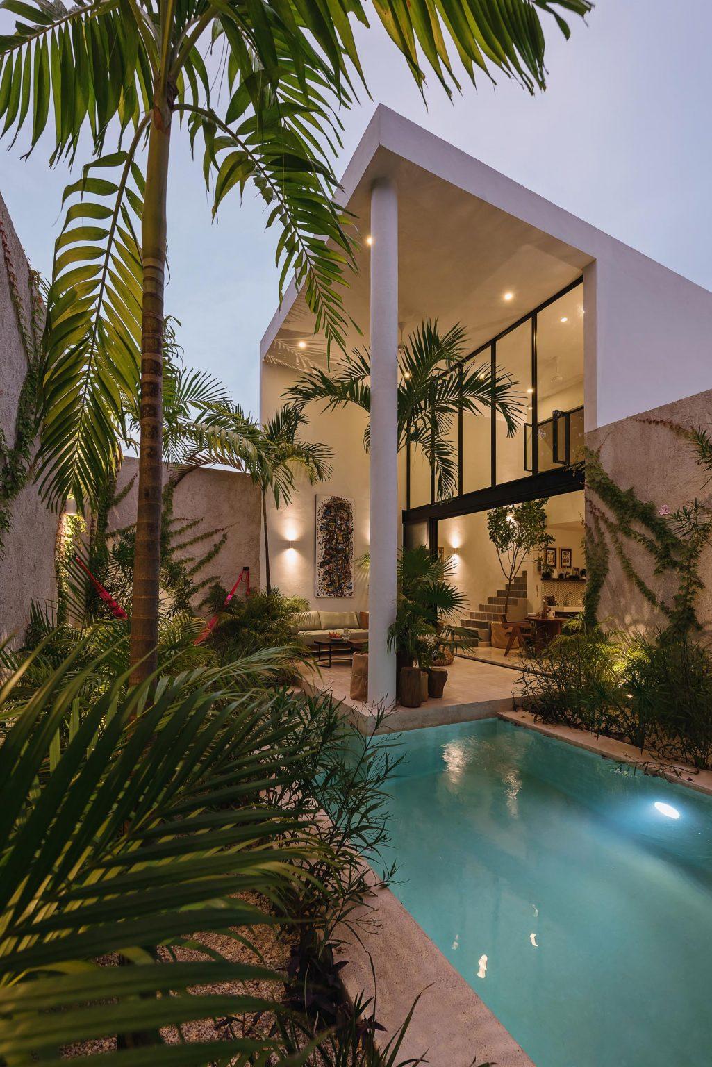 piscina con plantas