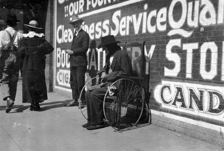 vagabundo en silla de ruedas