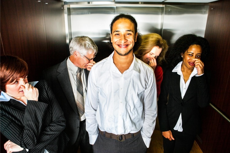 pedo en el ascensor