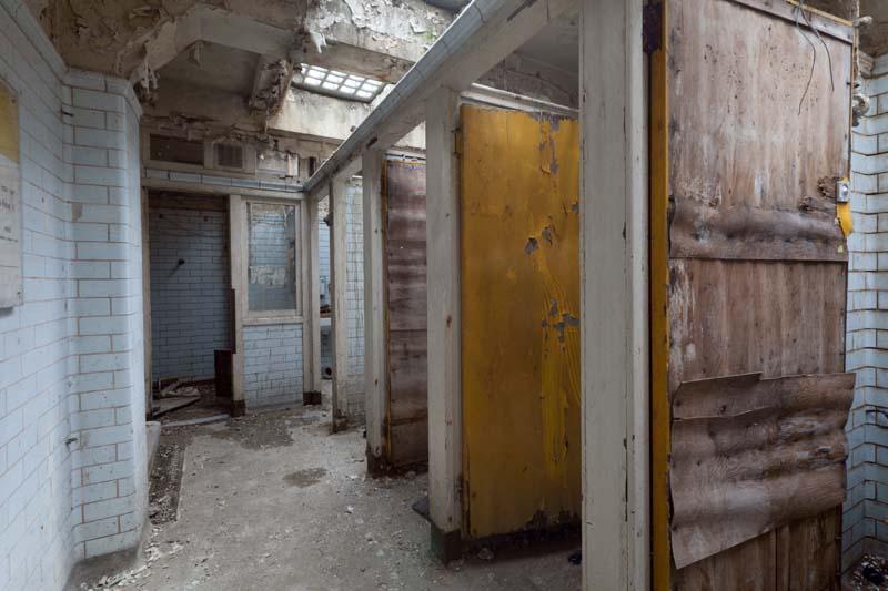 puertas baño publico
