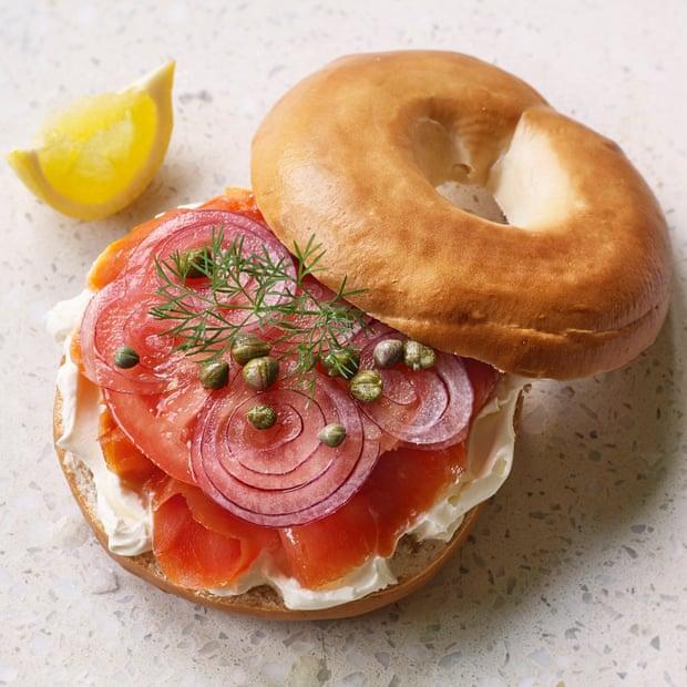 bagel de salmón ahumado