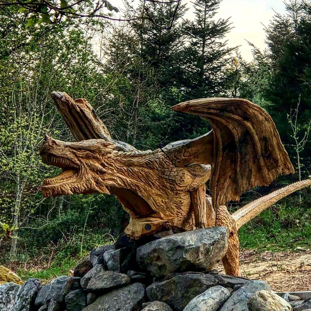 dragón talla de madera