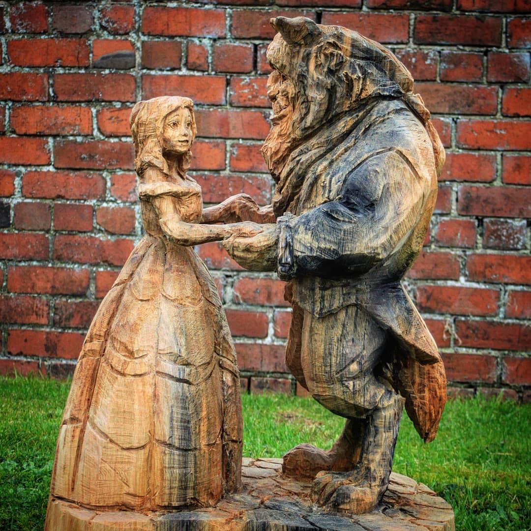 bella y bestia tallados en madera