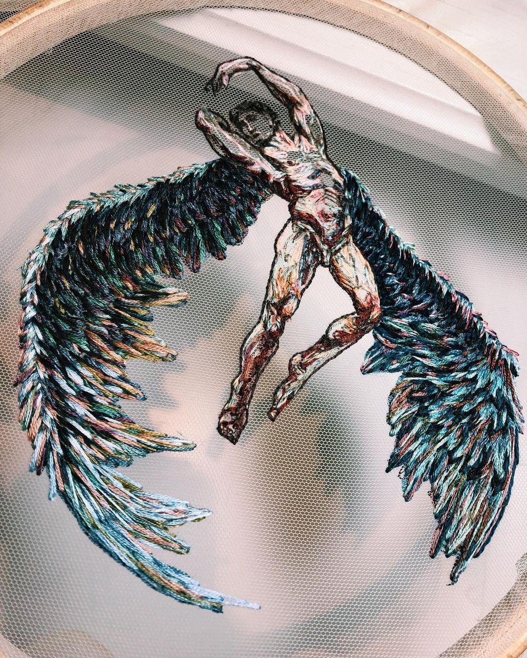bordado de hombre con alas