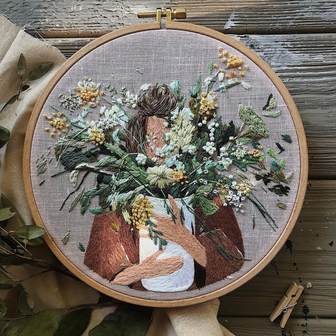 bordado mujer con ramo