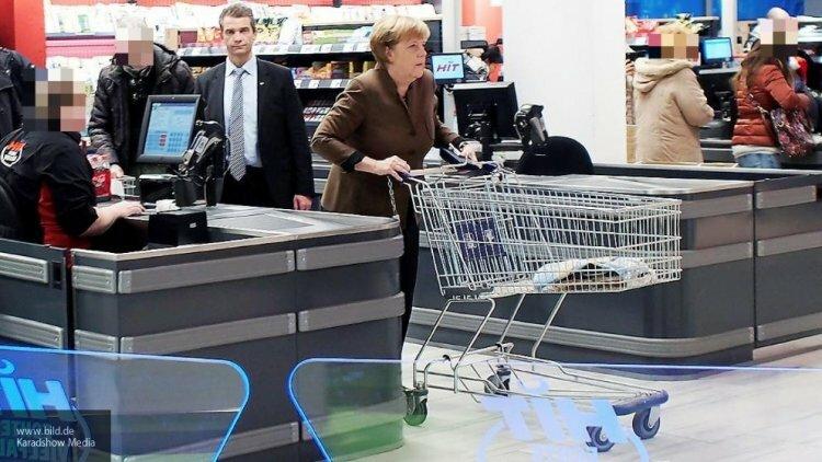Angela Merkel haciendo la compra