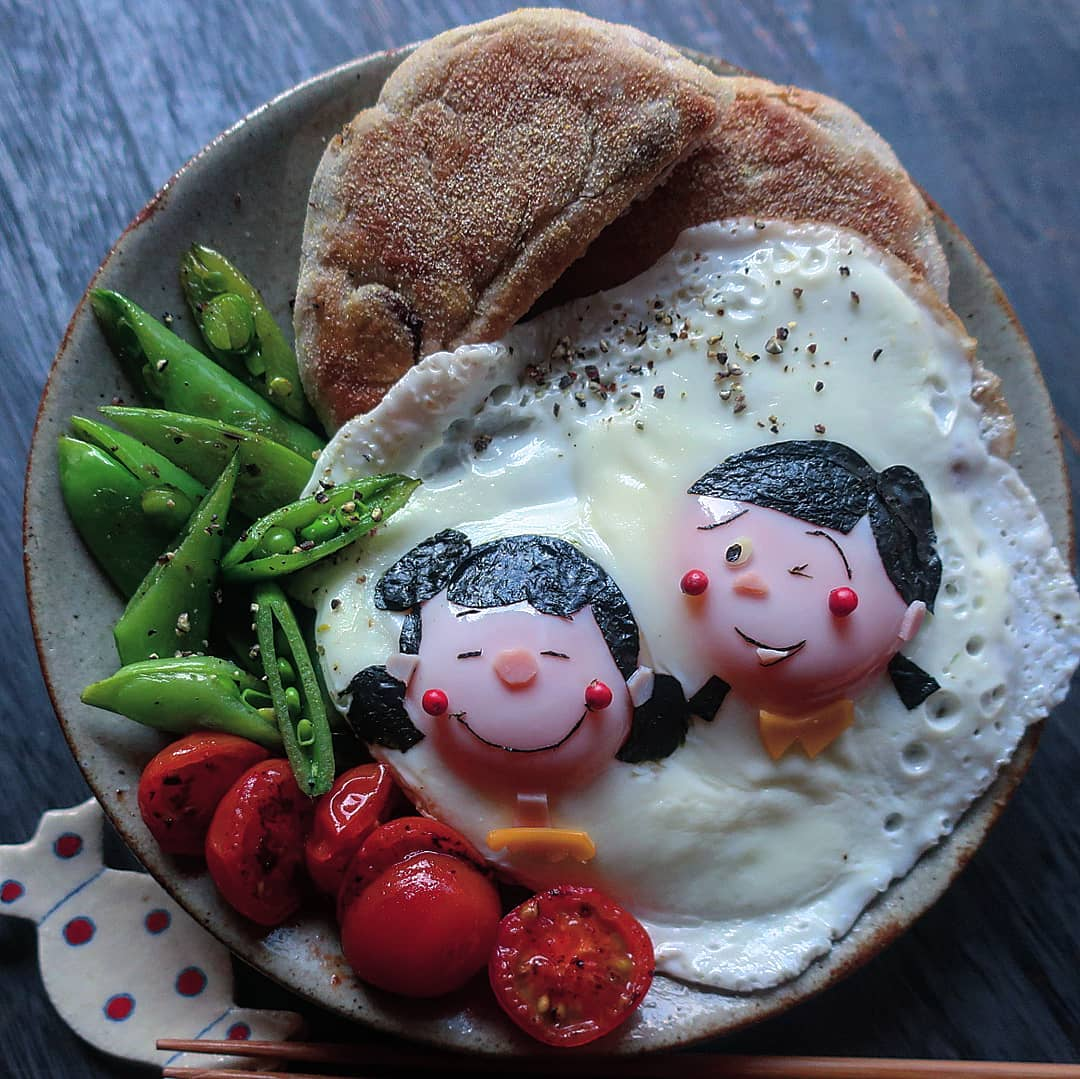 dibujo niñas huevos