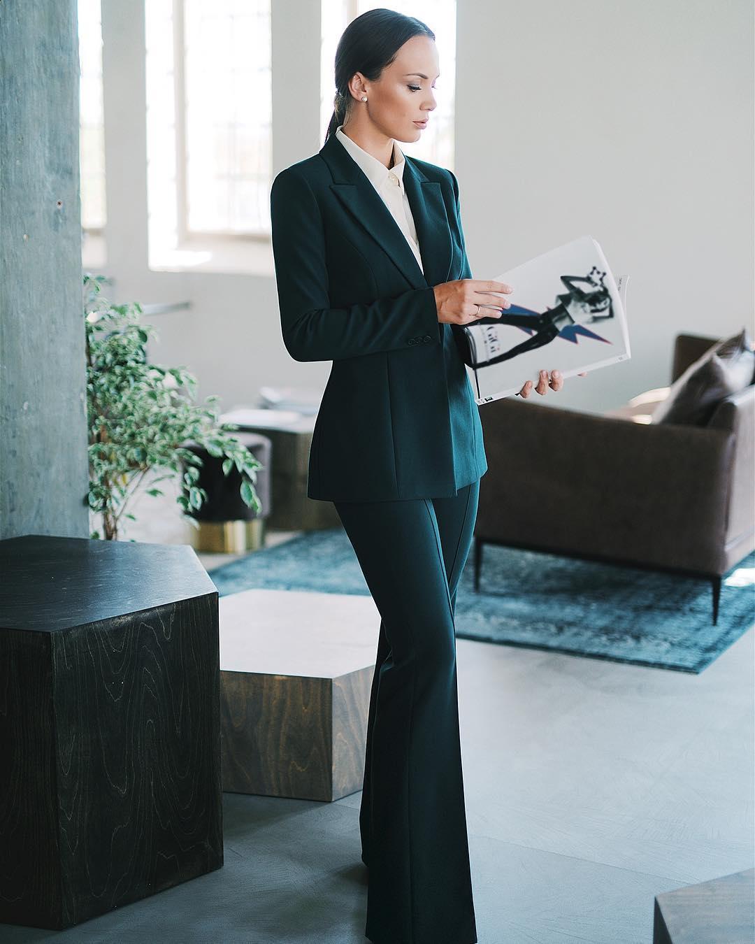traje ejecutivo de mujer