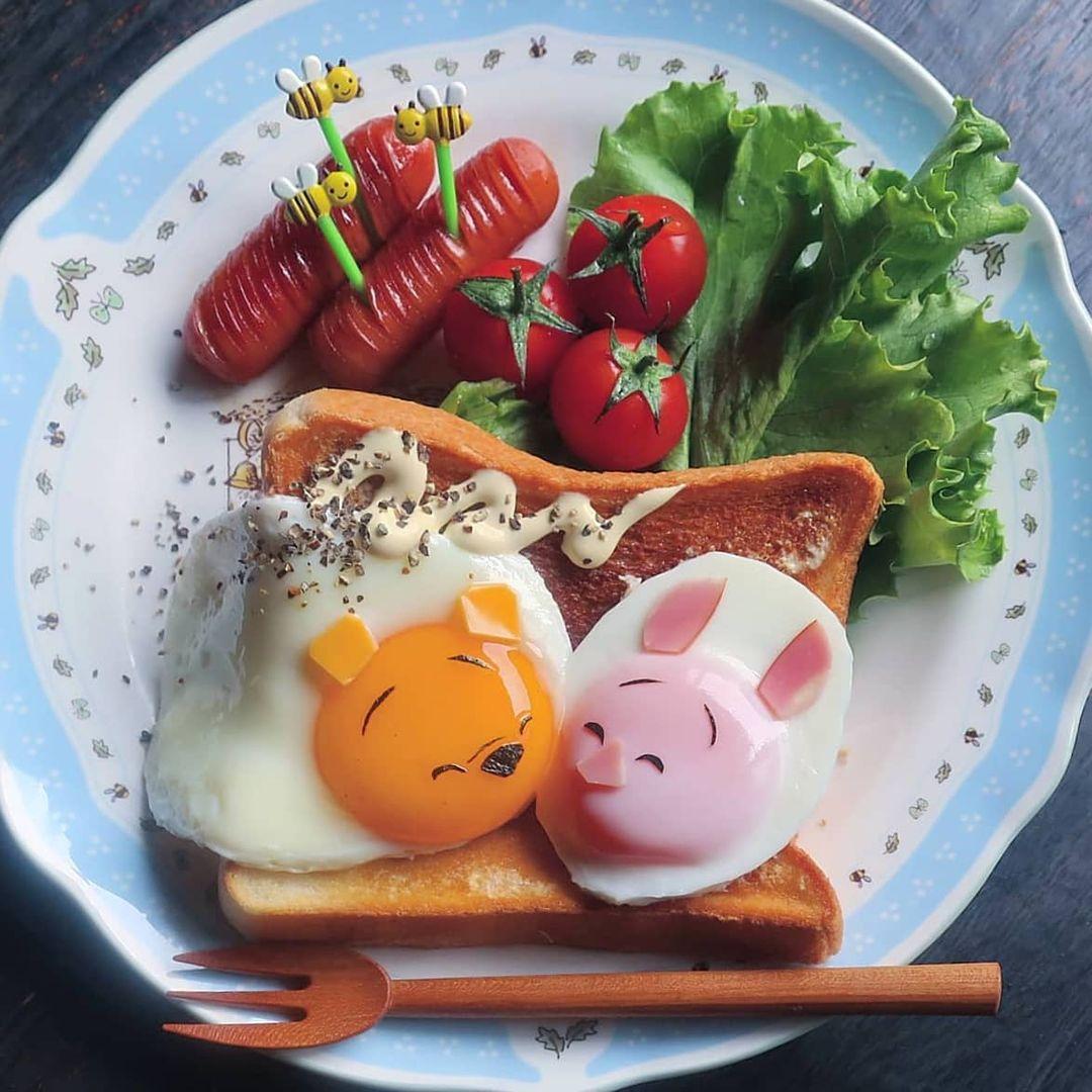 personajes animados en huevos