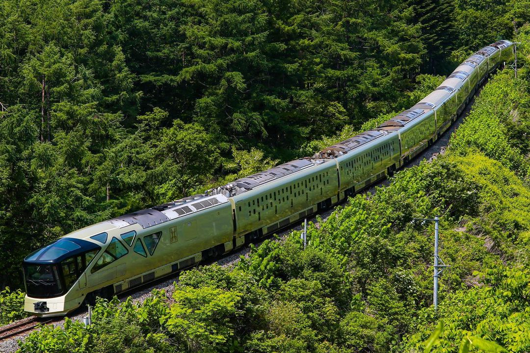 Tren Shiki-Shima desde el aire