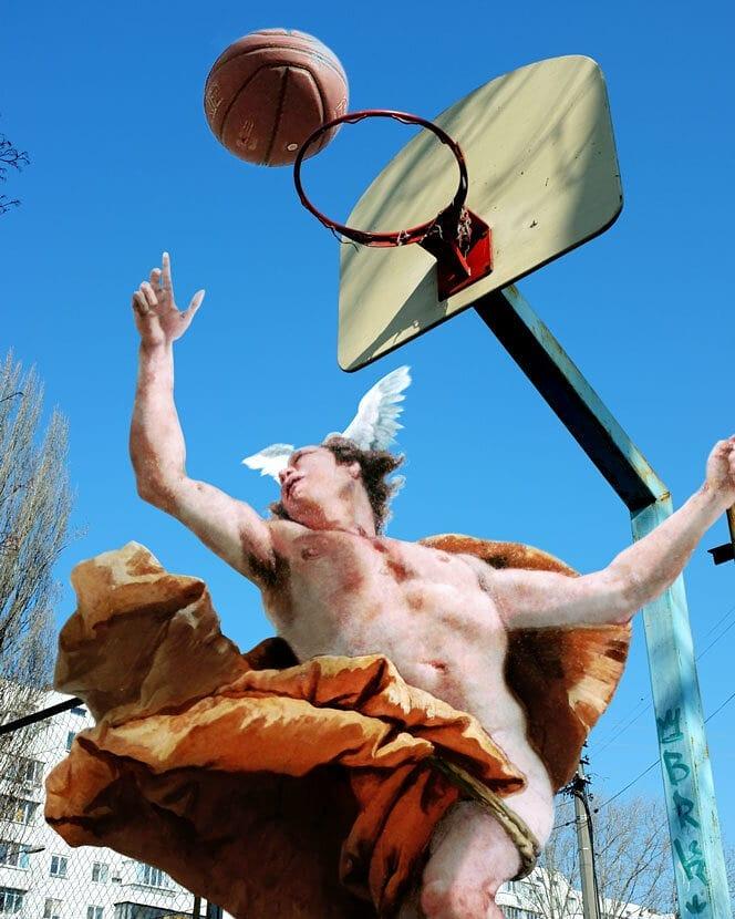 Ángel jugando a baloncesto