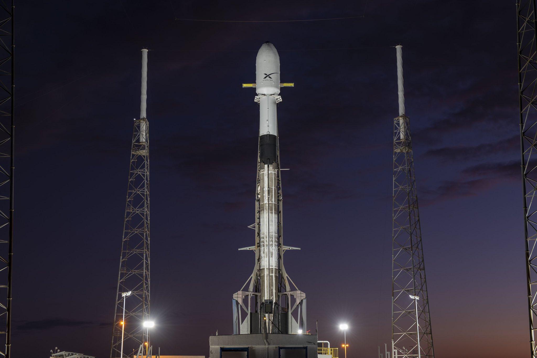 Starlink en la plataforma de lanzamiento