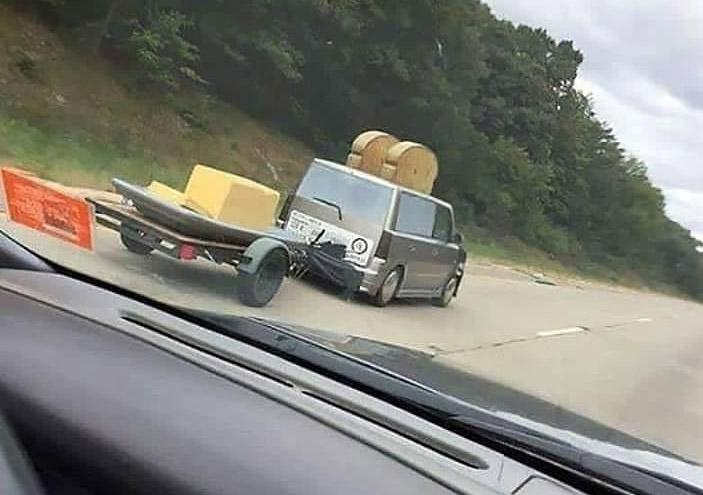 furgoneta con forma de tostadora
