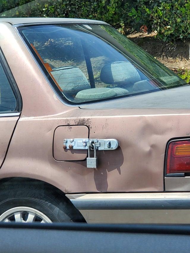 cerrojo para el depósito de gasolina