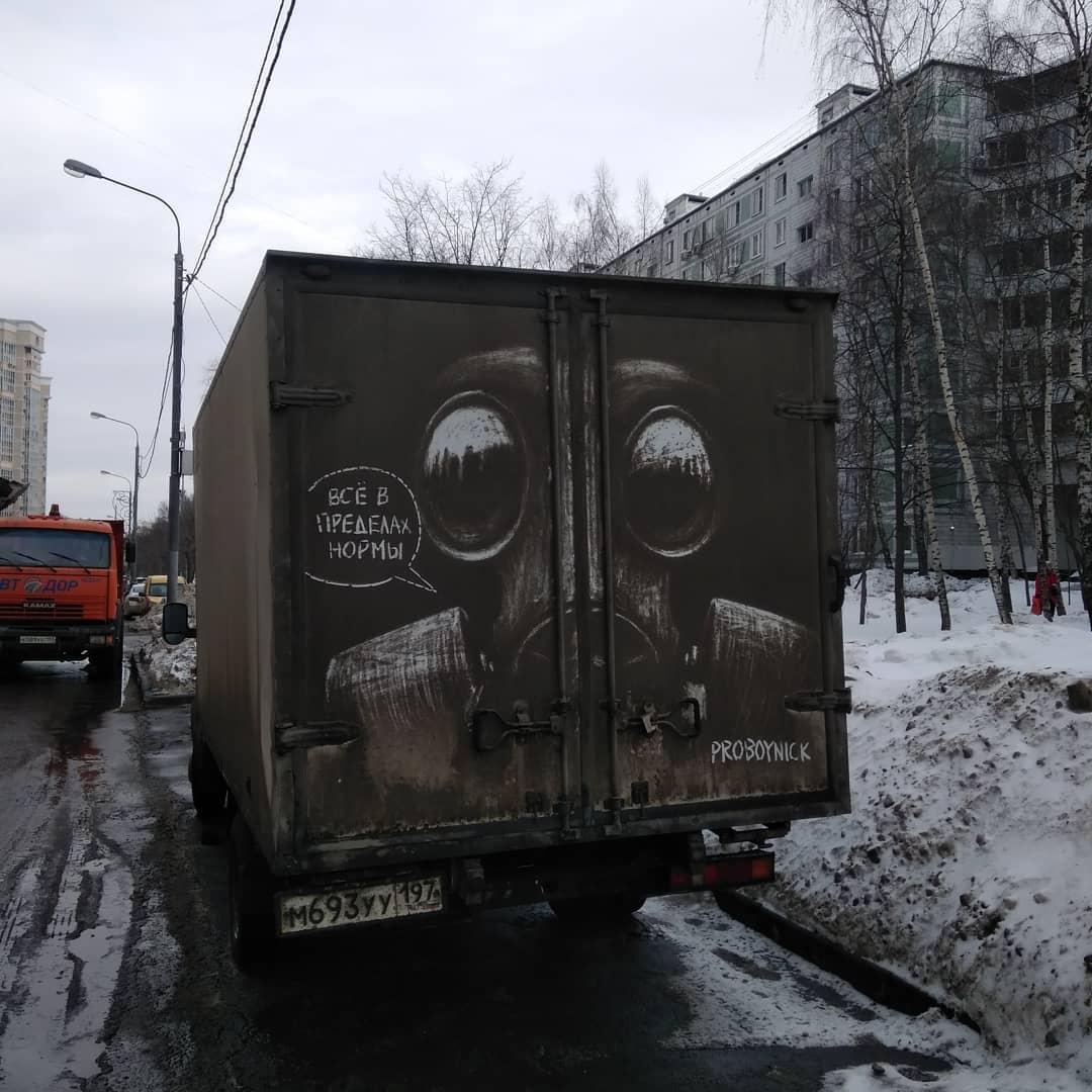 dibujo en camion sucio