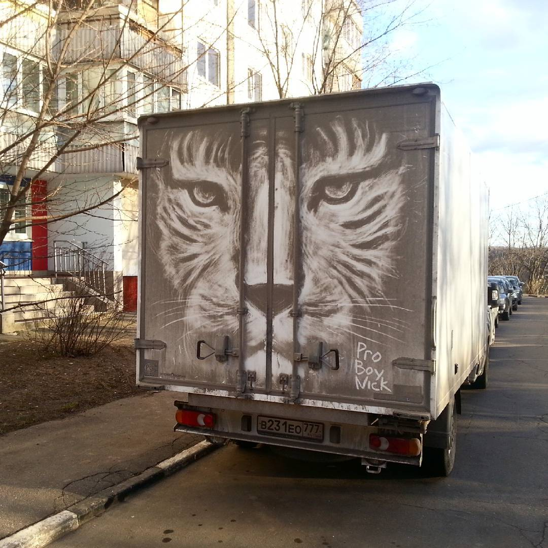 dibujo felino en camion