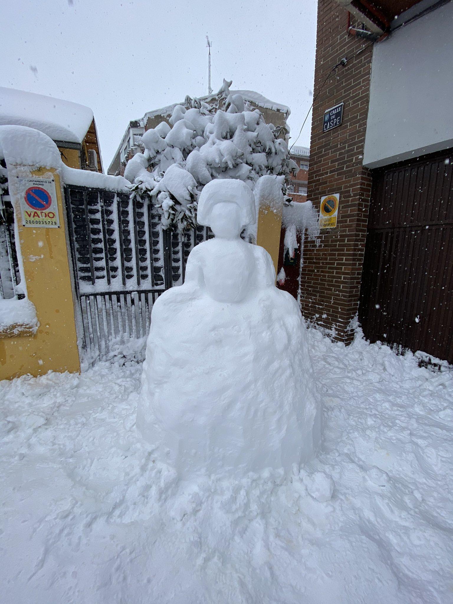 una menina de nieve