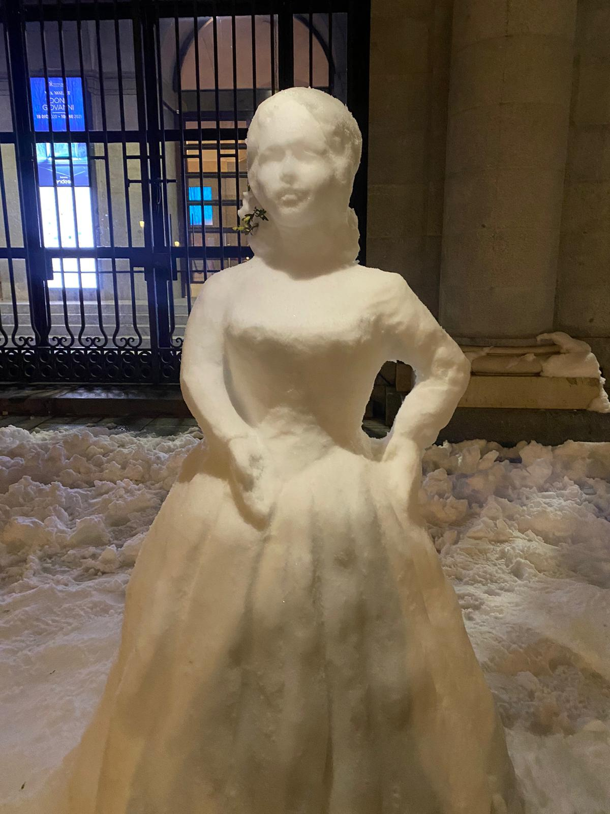 escultura de nieve frente a la Ópera