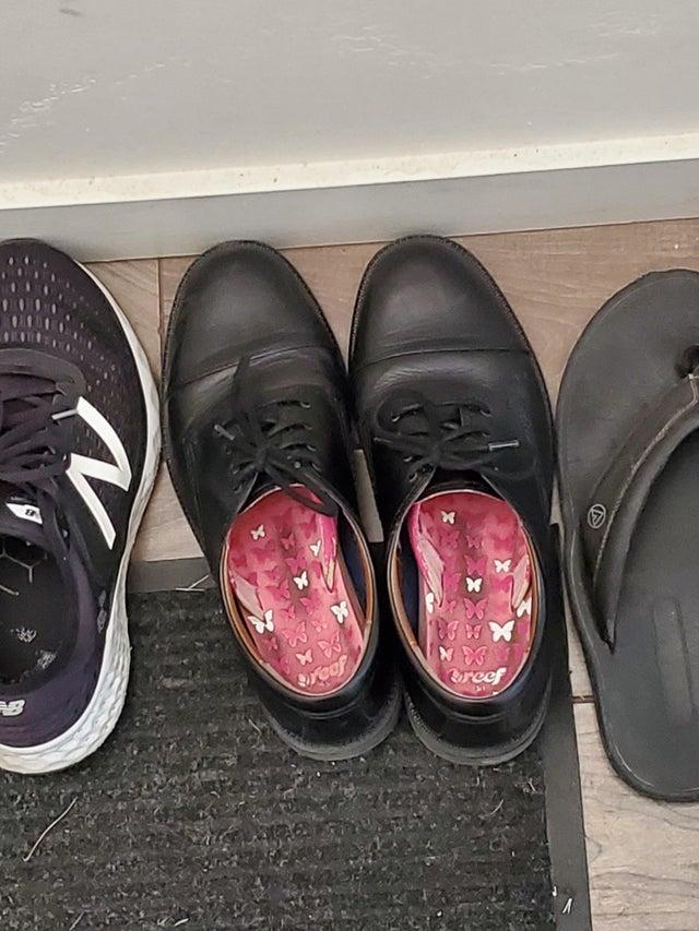 sandalias dentro de zapatos