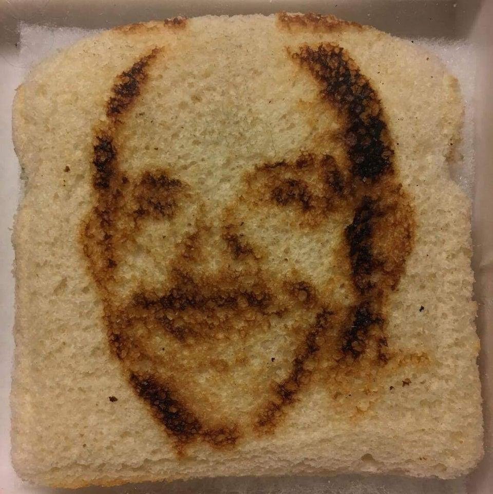 pan tostado con cara
