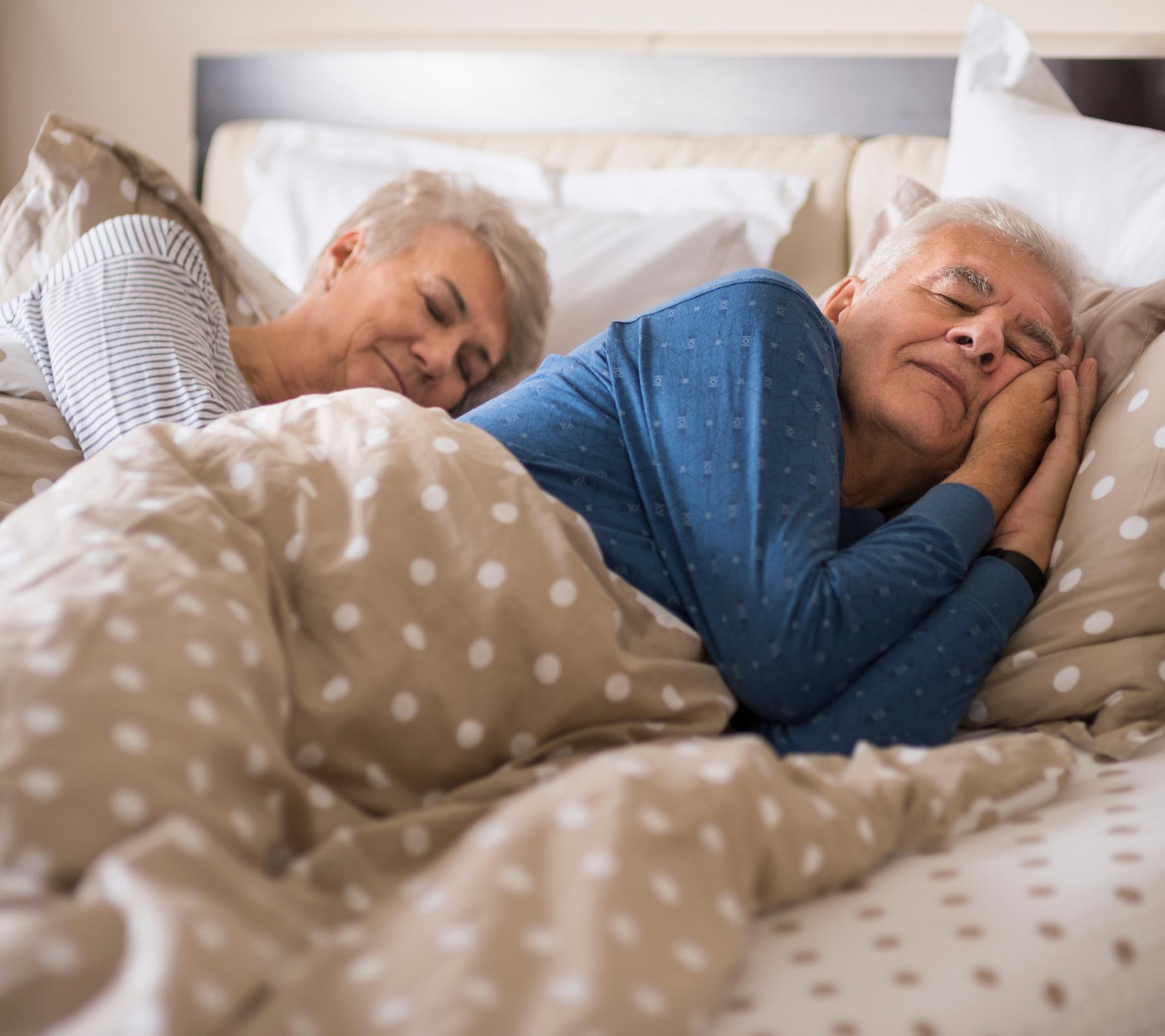 abuelos durmiendo