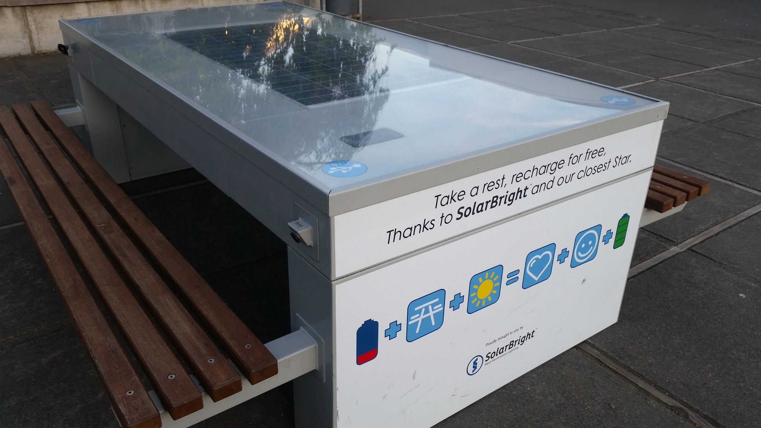 mesas con panel solar