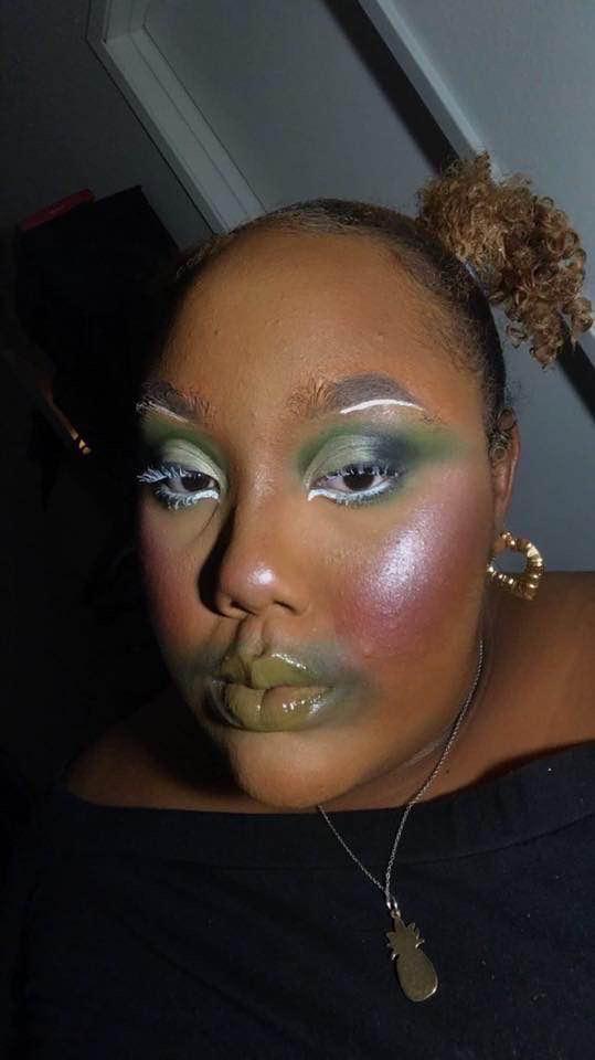 negra pintada de verde