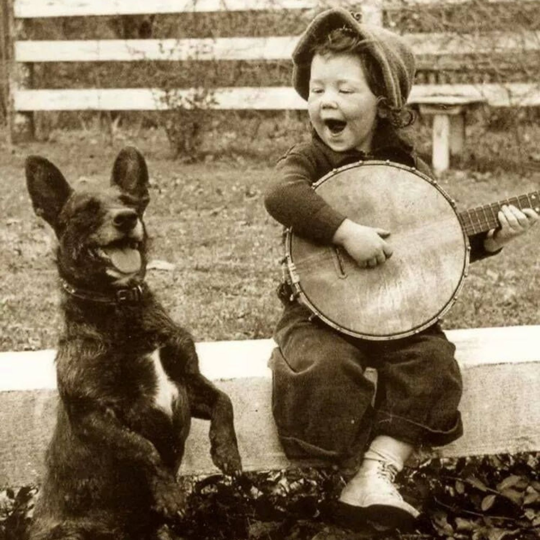 niño canta