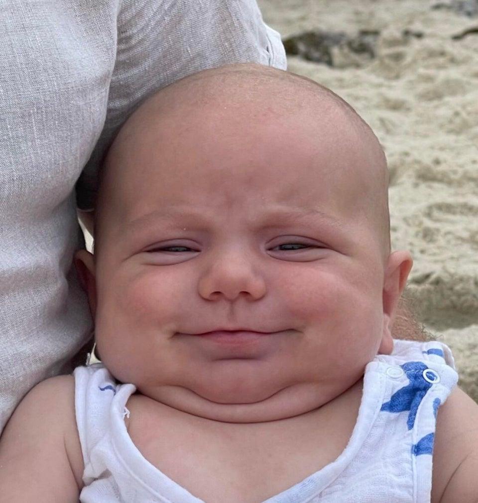 bebé gordo sonriente