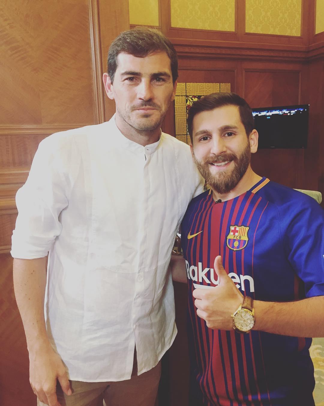 Reza Parastesh con Iker Casillas