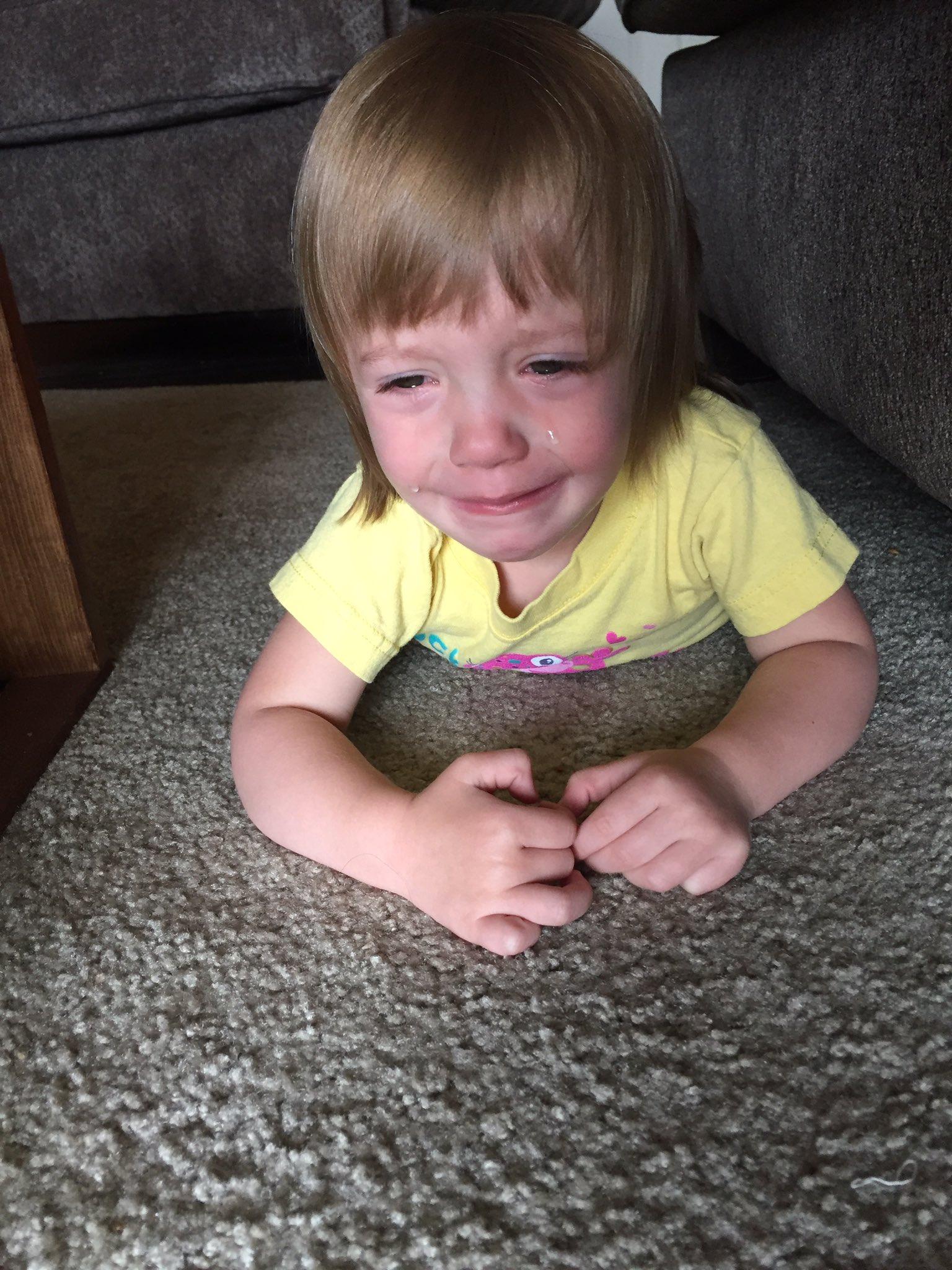 niña llorando desconsolada