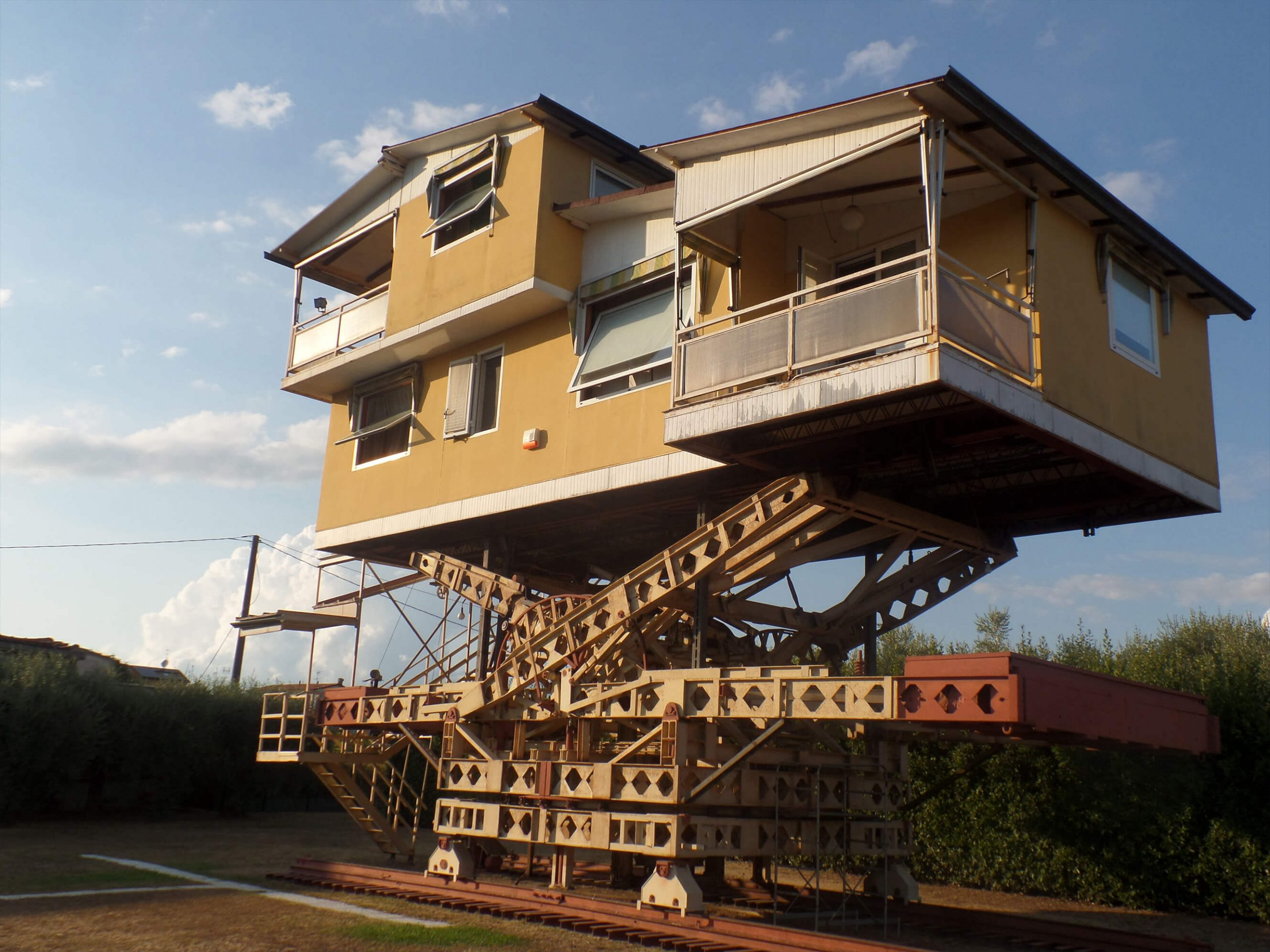 casa sobre estructura levitante