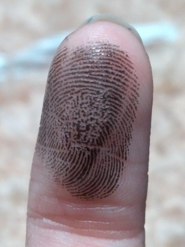huella dactilar deformada