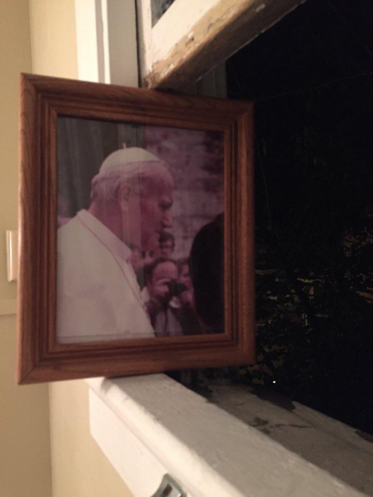 cuadro del Papa para sujetar ventana