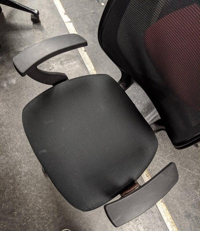 cartera olvidada en silla