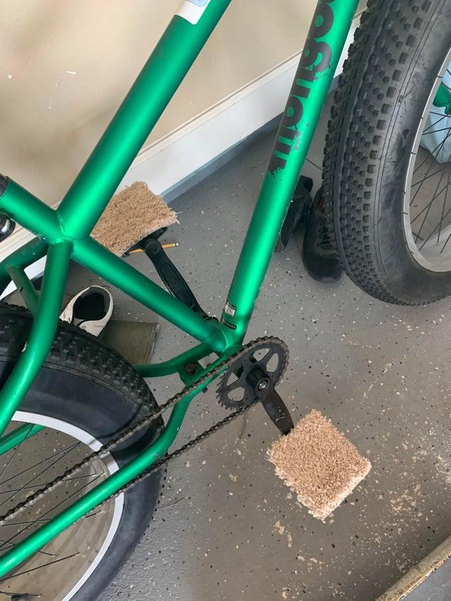 truco para ir descalzo en bici