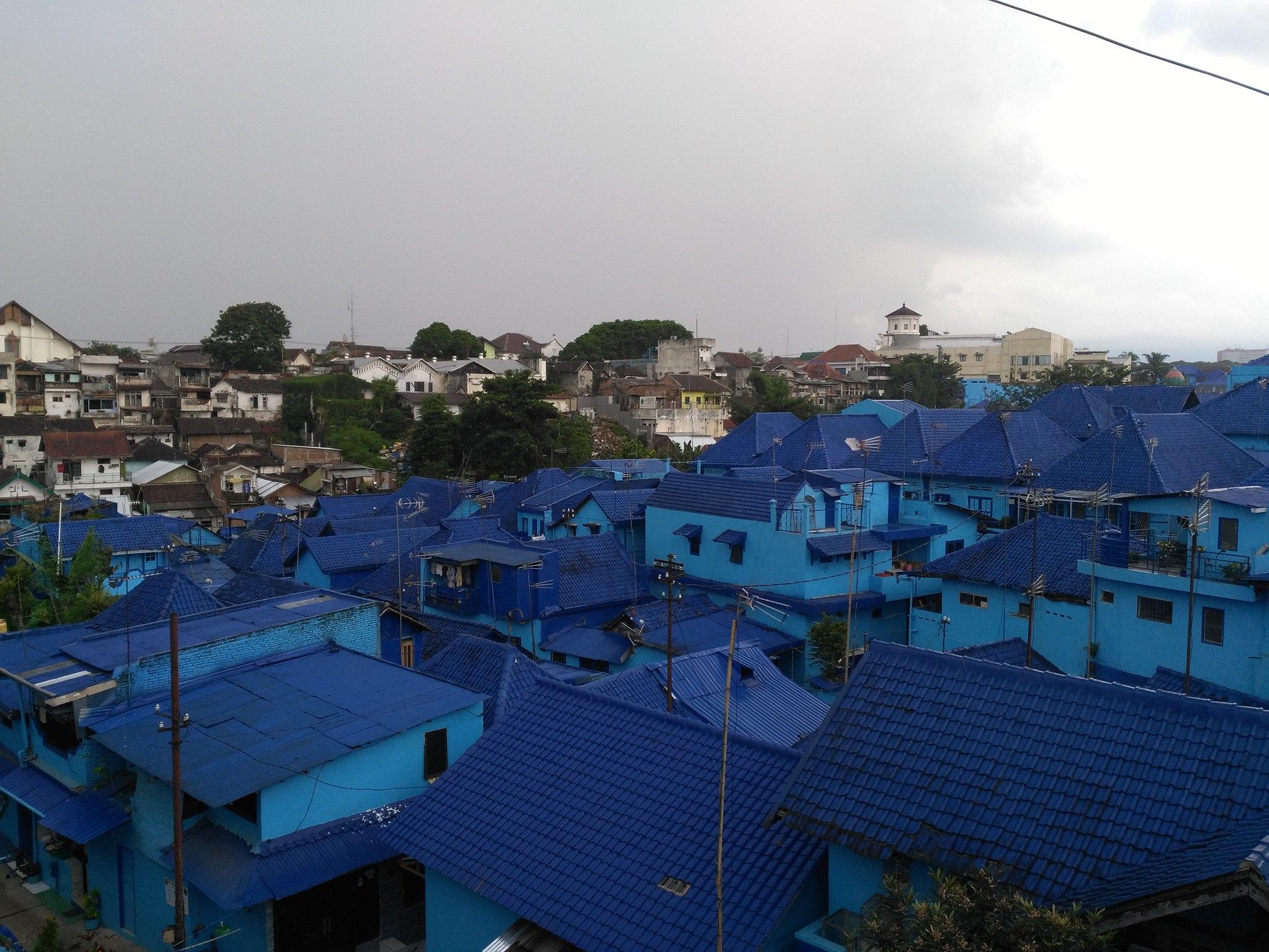 casas azules en Kampung