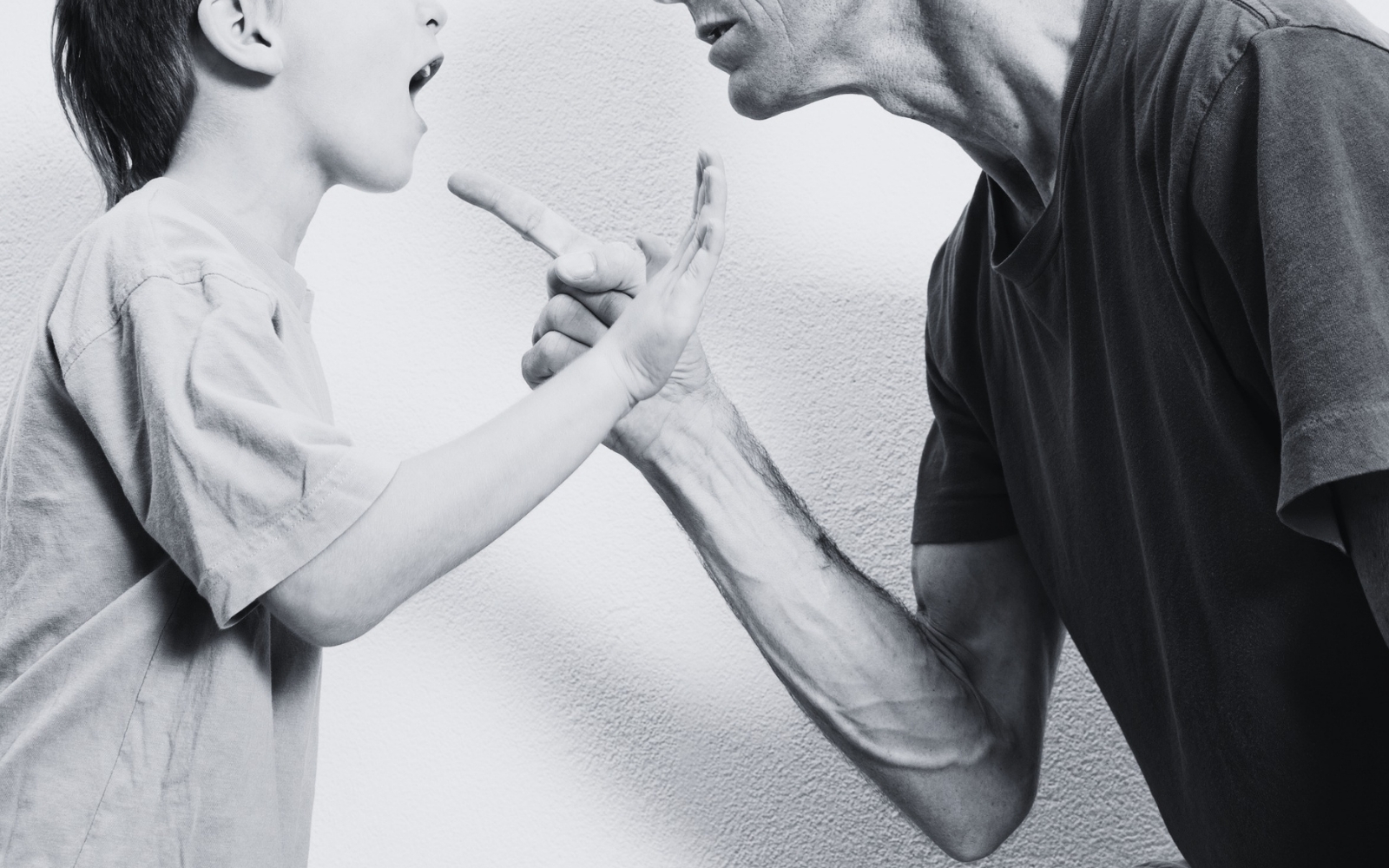 padre e hijo discueten